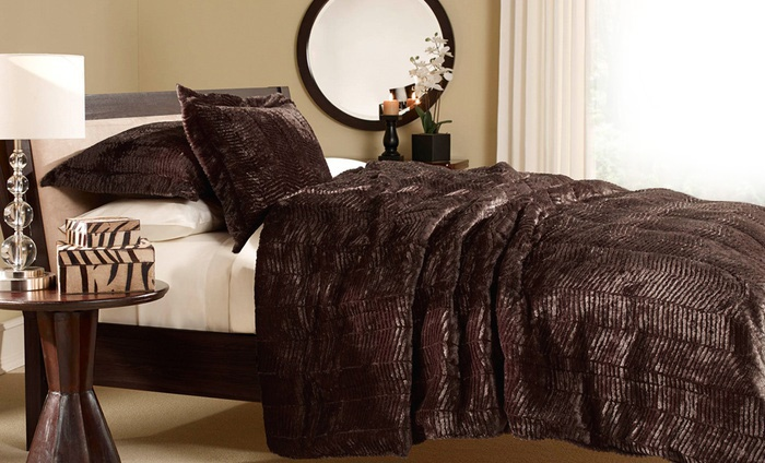 Image of: Awesome Fur Bed Set