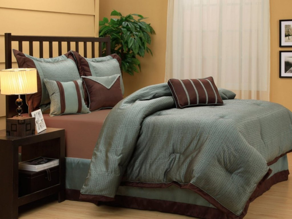 Image of: Blue And Brown Bedding King