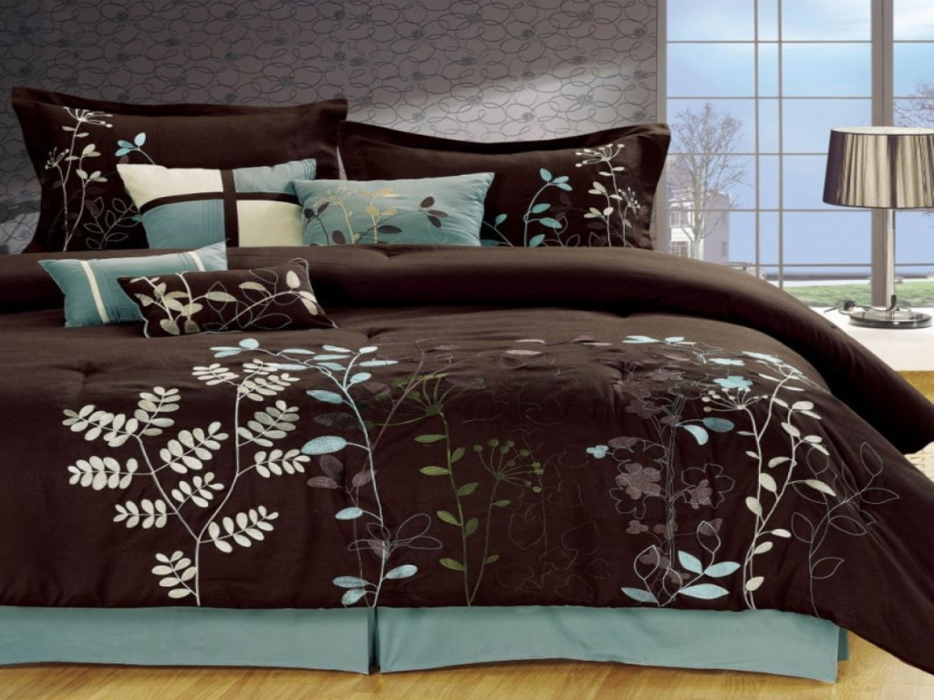Image of: Blue And Brown Quilt Sets