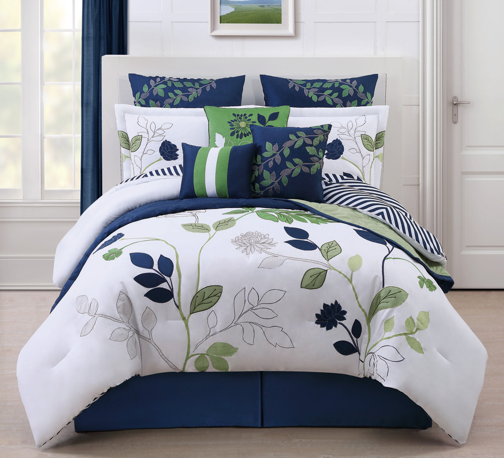 Image of: Blue and White Flowers Bedding