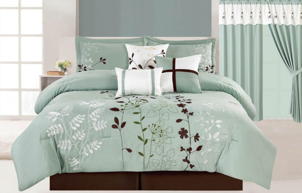 Image of: Brown And Blue Comforter Sets
