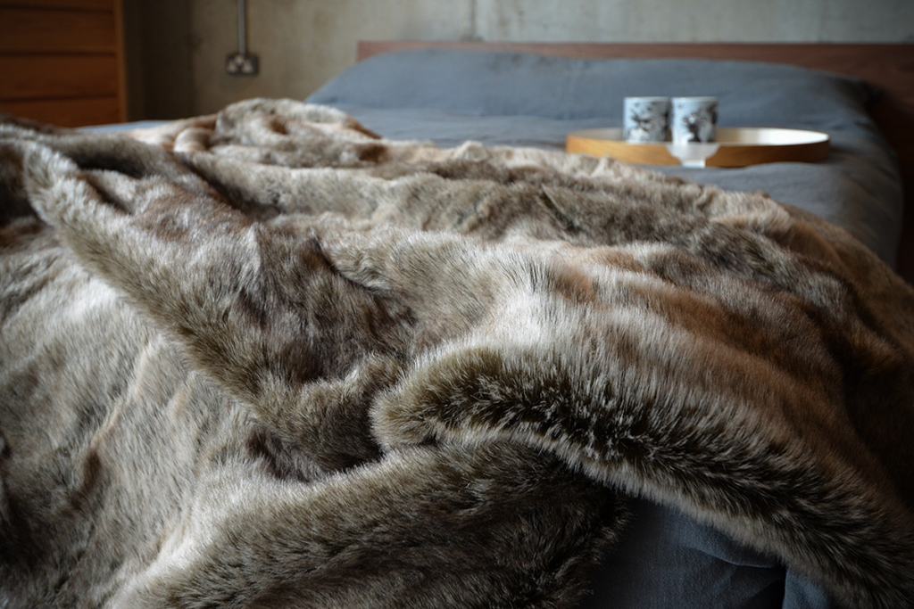 Image of: Faux Fur Bed Throw