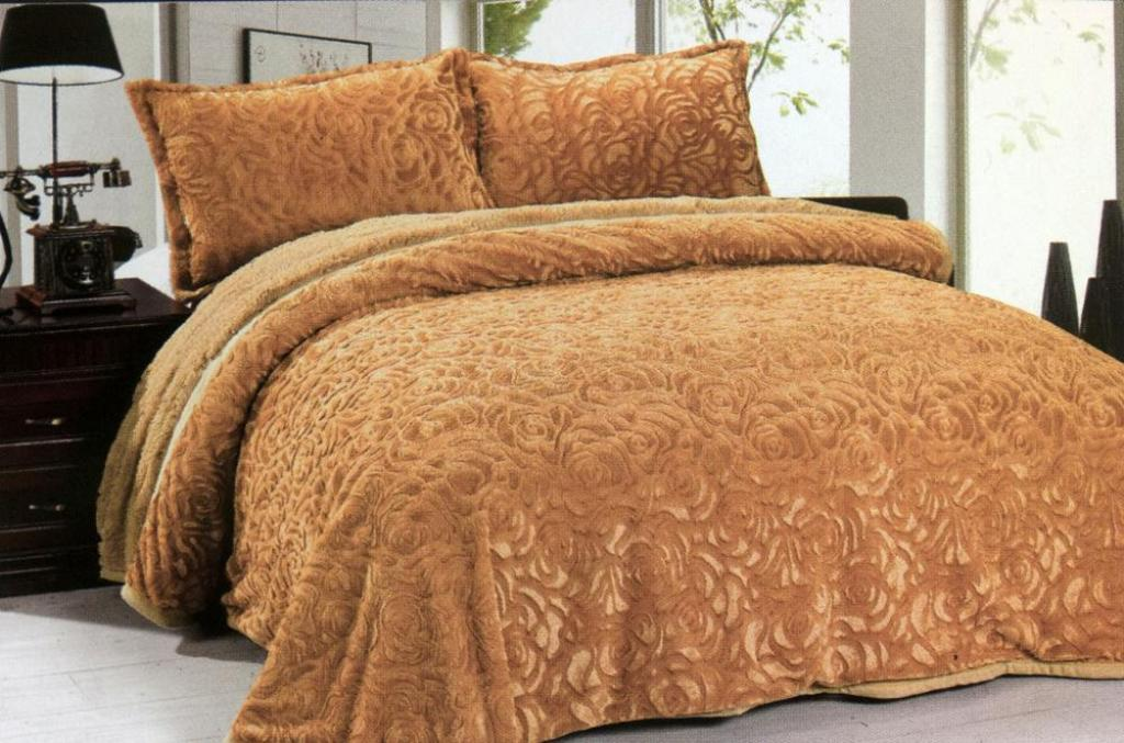 Image of: Faux Fur Bedding Queen Size
