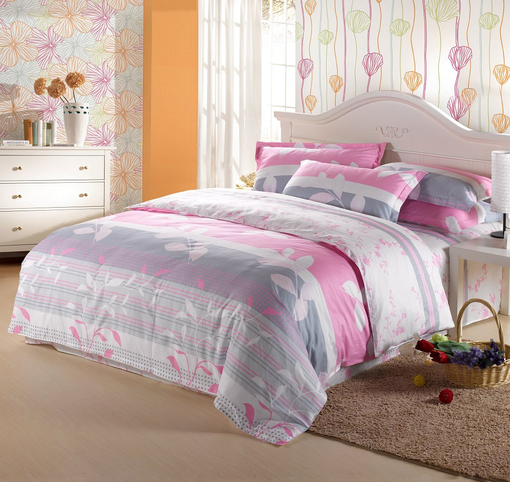 Image of: Grey and Pink Queen Bedding Design