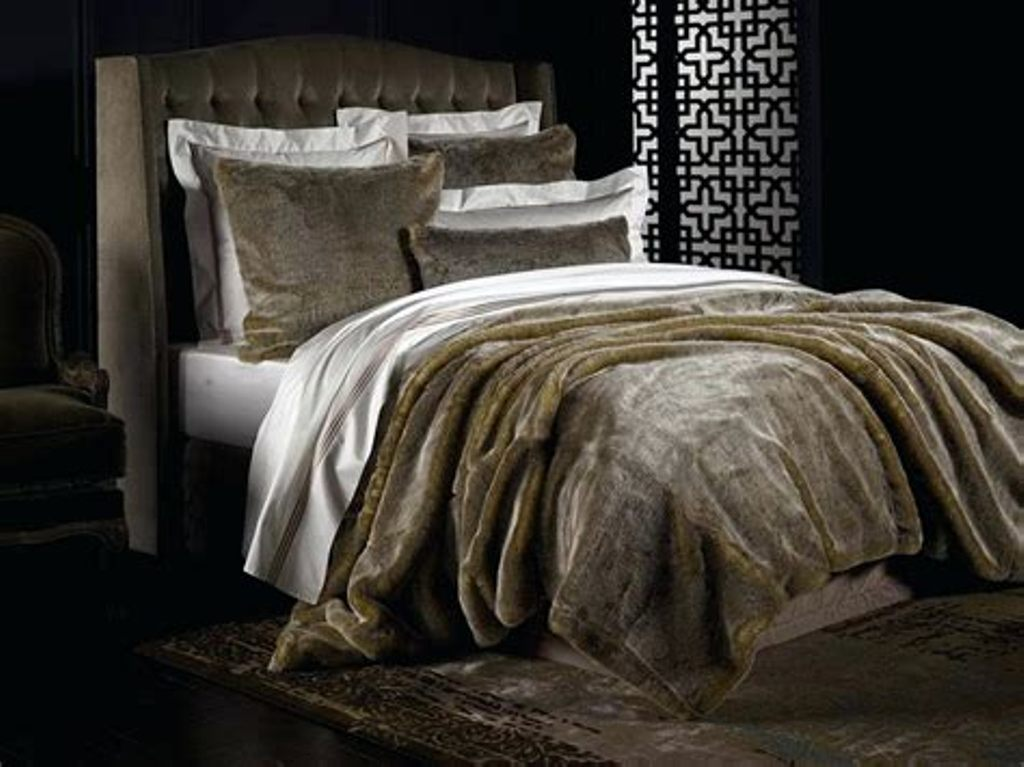 Image of: King Size Faux Fur Bedding