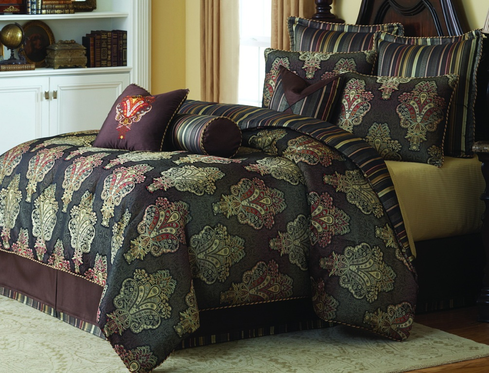 Image of: Michael Amini Bedding Clearance