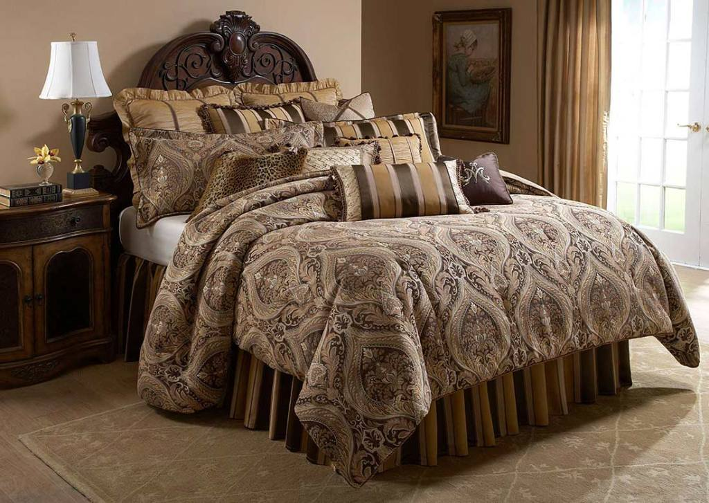 Image of: Michael Amini Bedding Collection