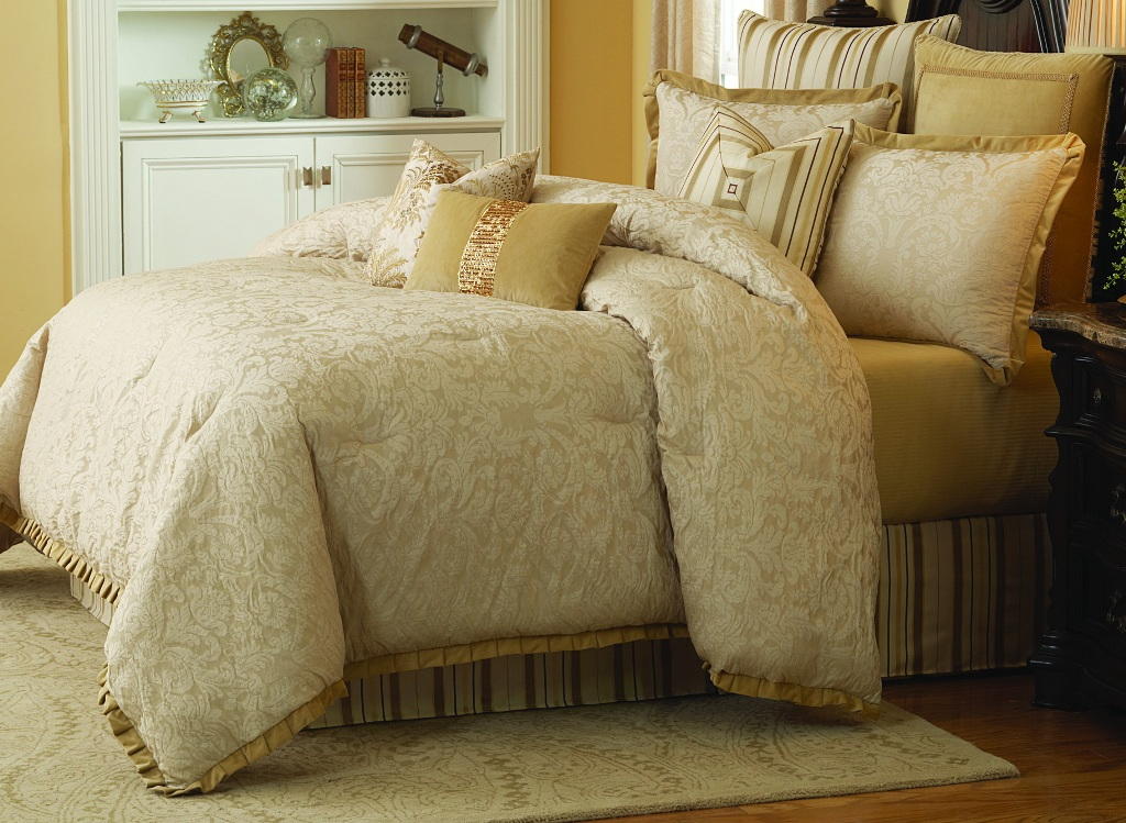 Image of: Michael Amini Bedding On Clearance
