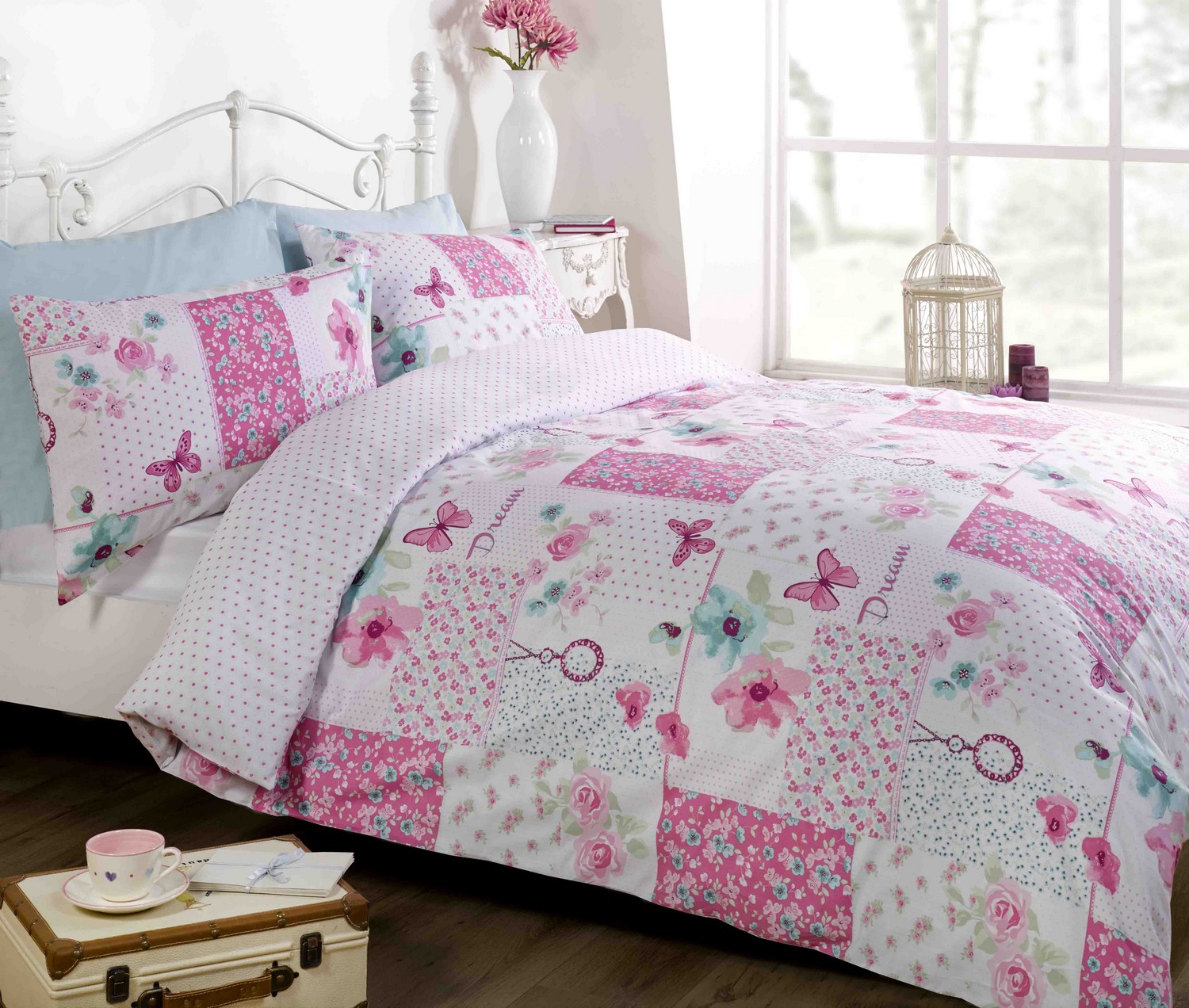 Image of: Pink Chic Home Bedding