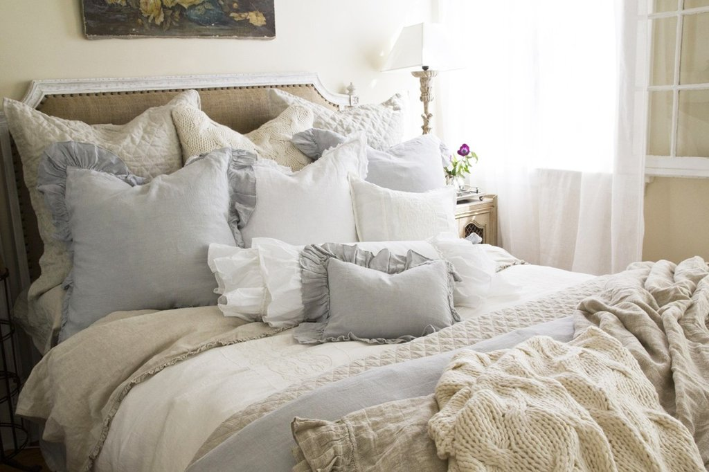 Image of: Shabby Chic Bedding Cozy, Relaxed and Chic Bedding Sets