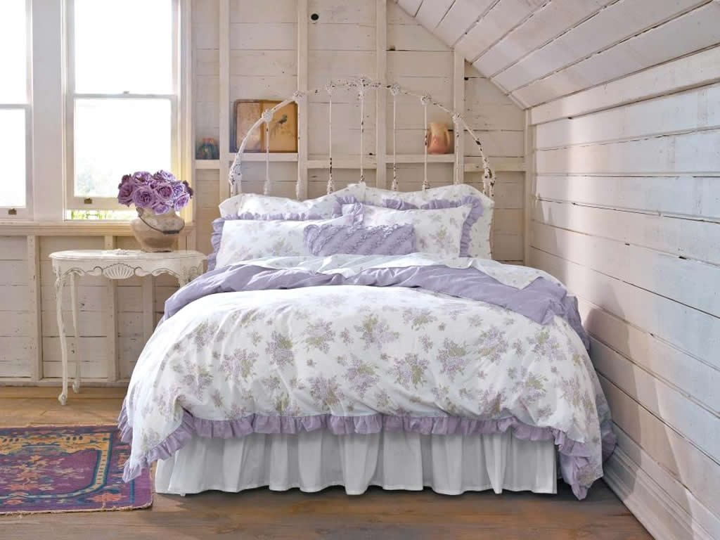 Image of: Shabby Chic Home Inspiration Cozy, Relaxed and Chic Bedding Sets
