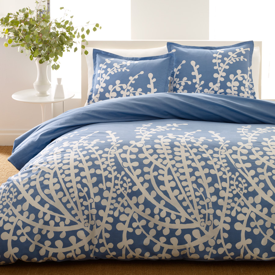 Image of: Simple Blue and White Cover Bed