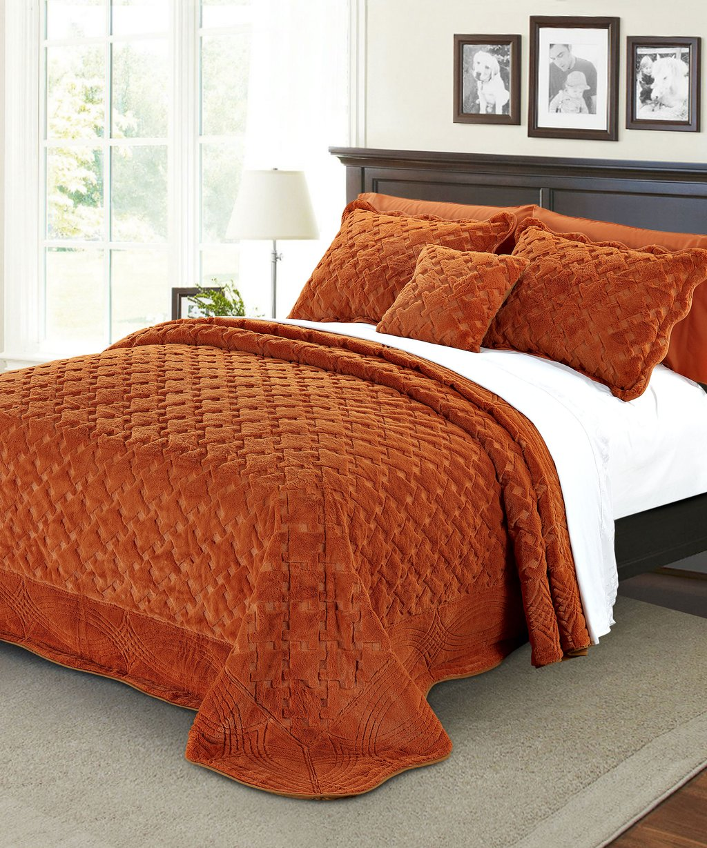 Image of: Tatami Quilted Faux Fur Bedspread Set Bnf Home Choosing Fur Bed Set