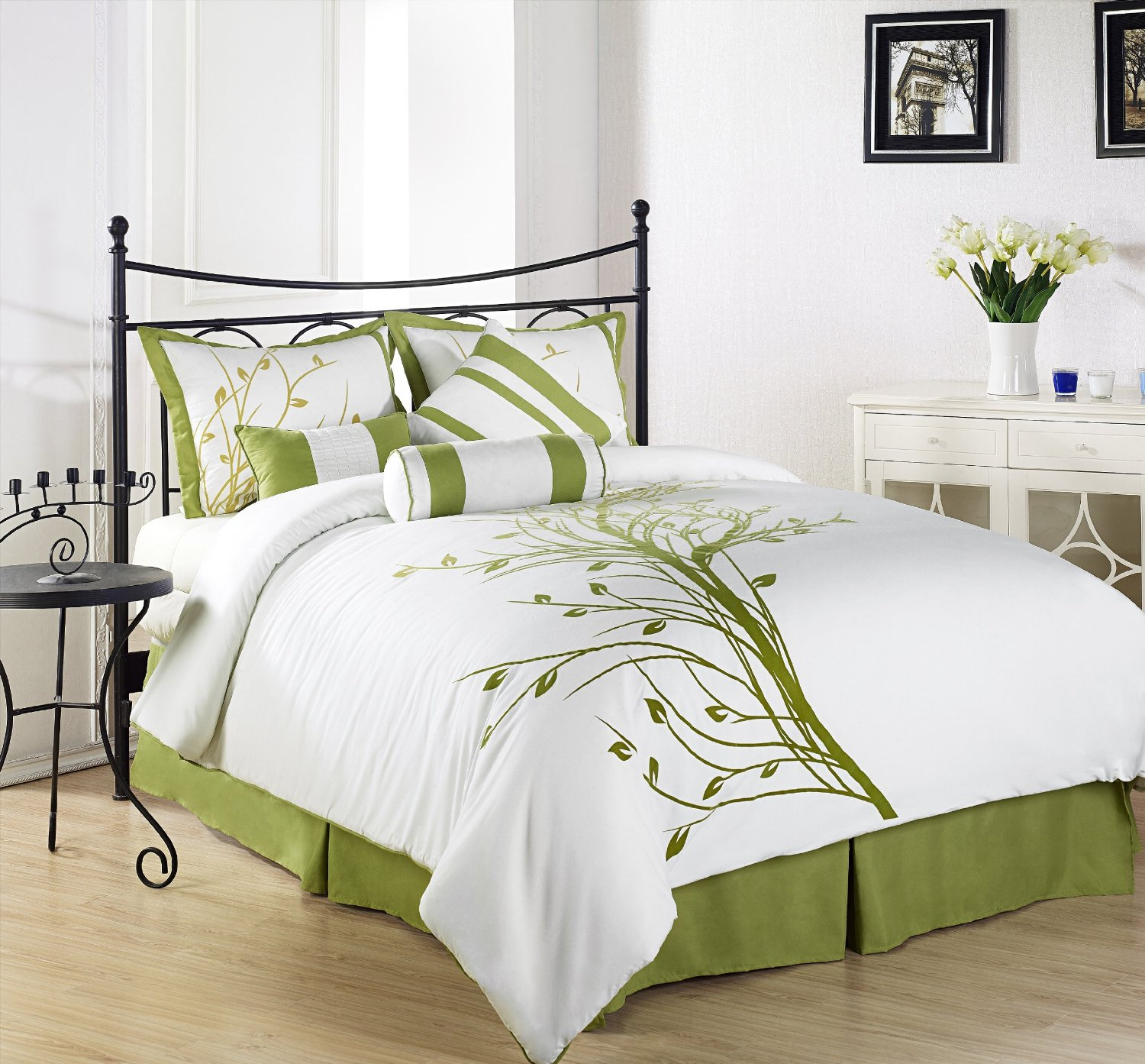 Image of: White and Green Bedding