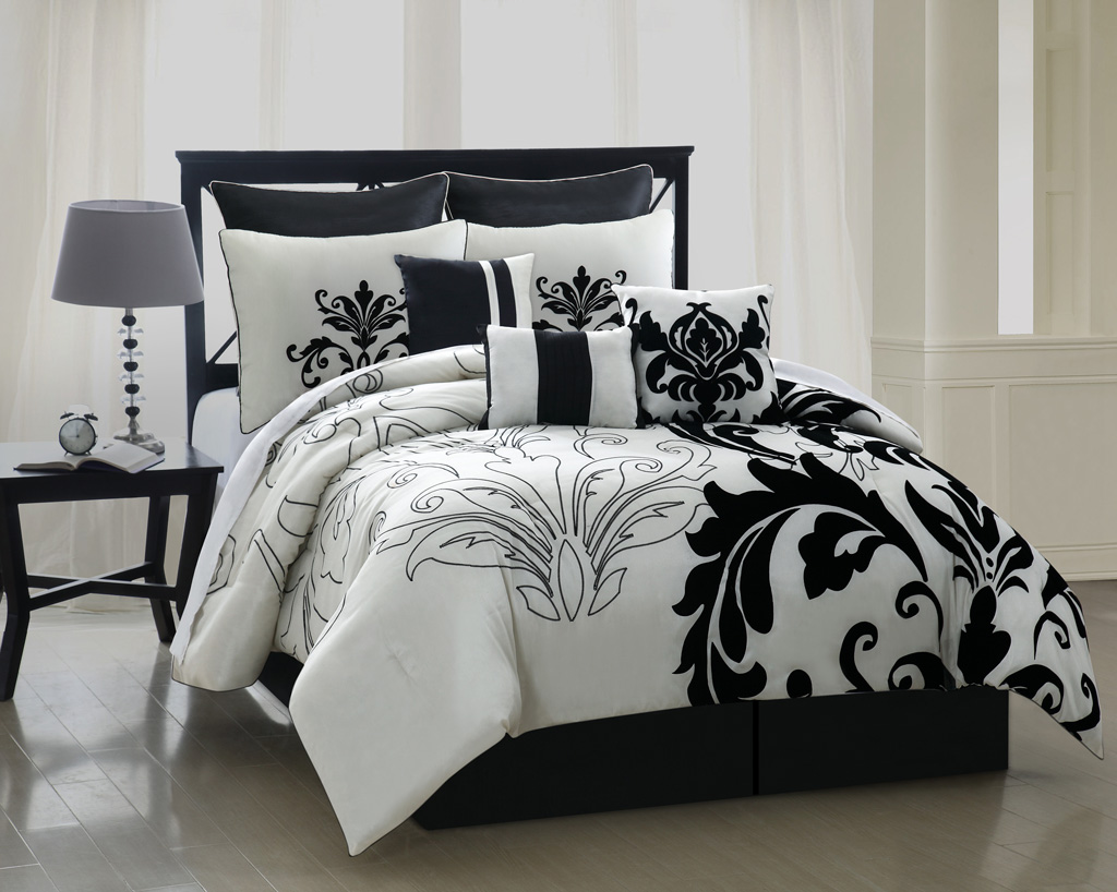 Image of: Black and Gold King Comforter Ideas