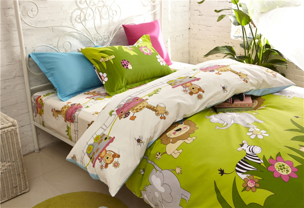 Image of: Boys Wildlife Bedding Sets
