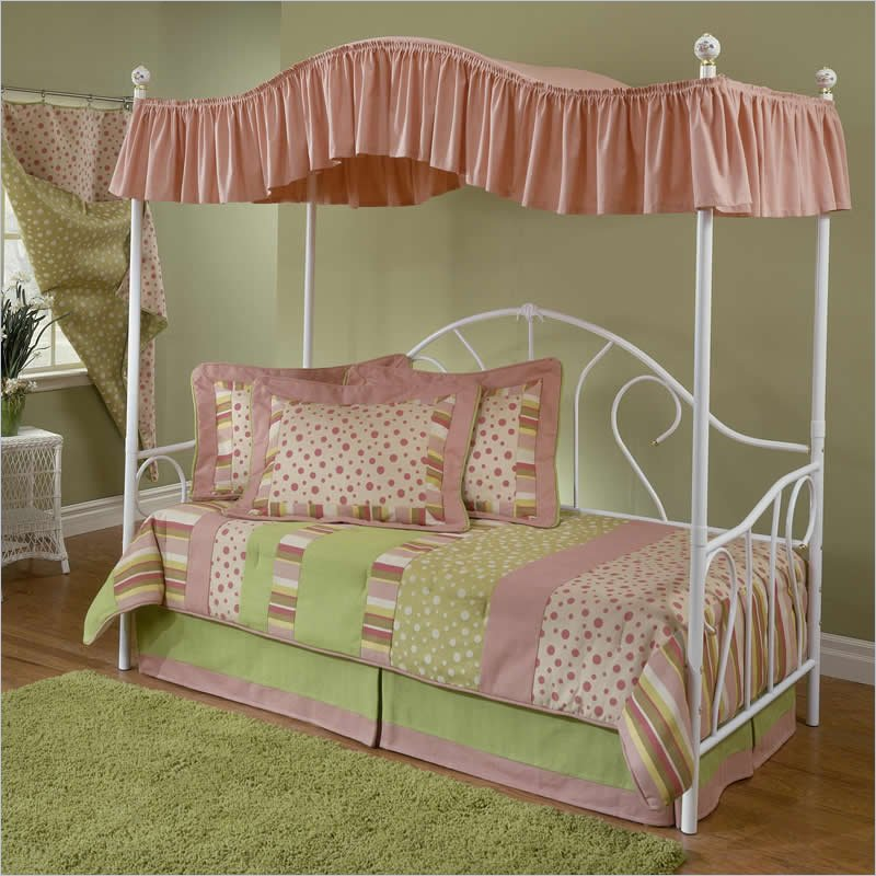 Image of: Daybed Bedding For Girl