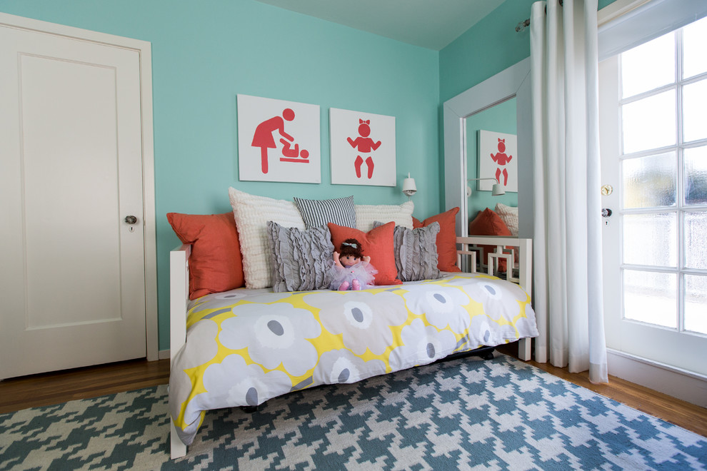 Image of: Disney Girl Daybed Bedding