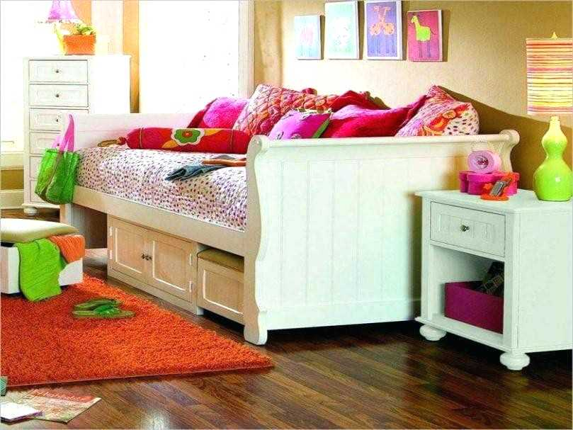 Image of: Girl Daybed Bedding Sets