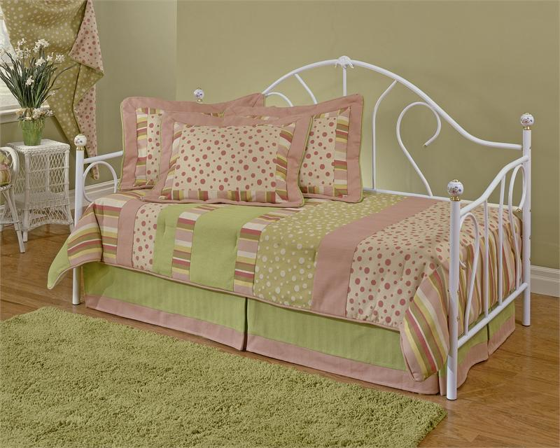 Image of: Little Girl Daybed Bedding Sets