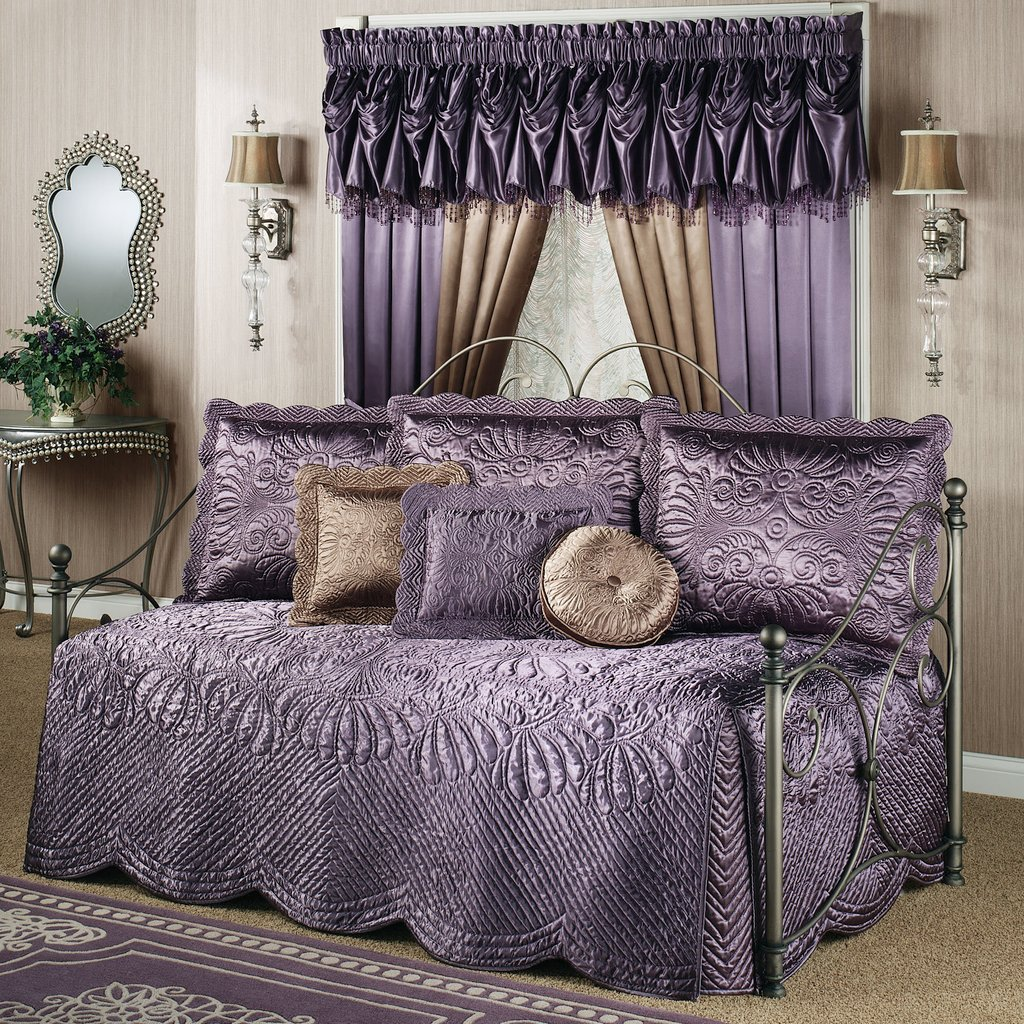 Image of: Twin Daybed Bedding Sets American Girl Daybed Bedding Subtle Beauty Daybed Bedding Sets For Girls