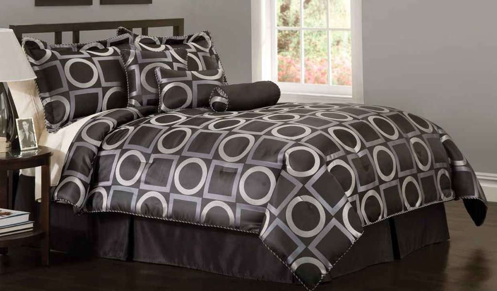 Image of: Kohl Feel Home Black And White Bed Sets For a Candid Awakening