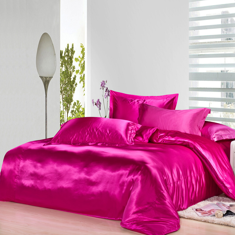 Image of: Solid Pink Comforter Ideas