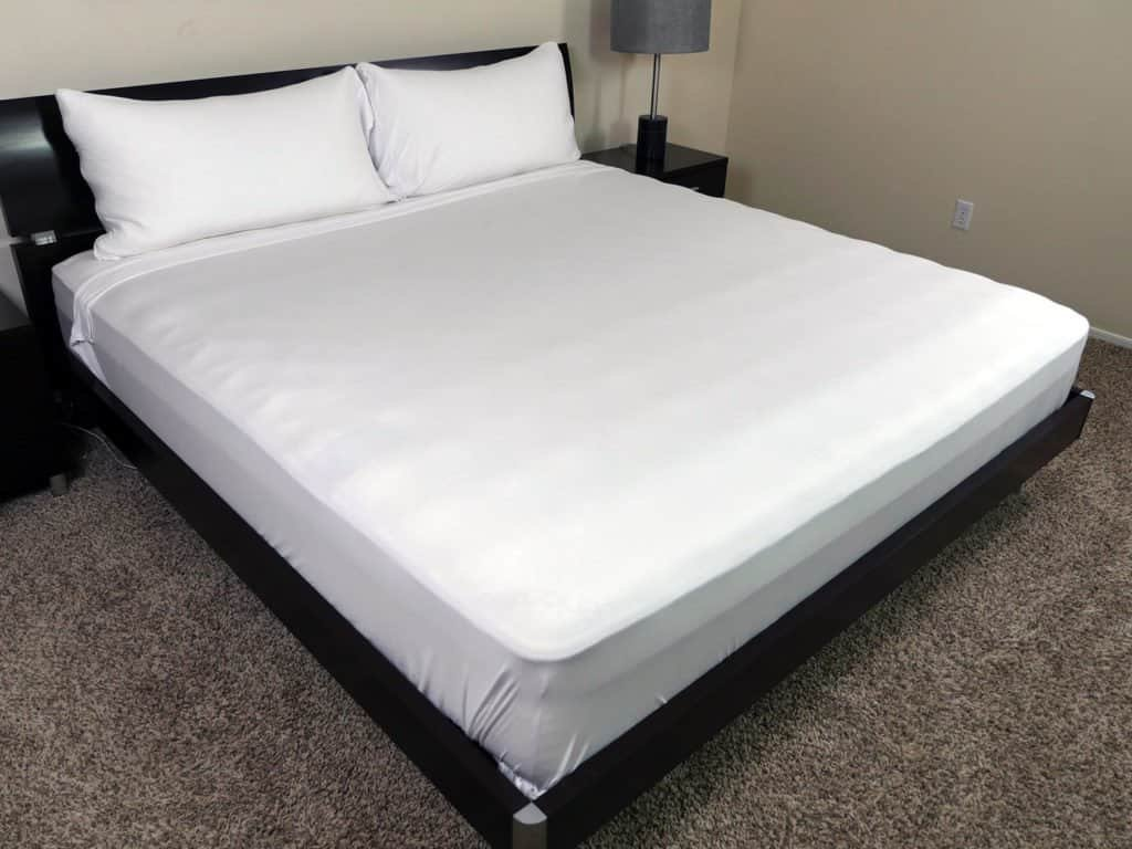 Image of: 100 Bed Sheet Review Frette Hotel Classic Sheet Set Review Price Features Bedroom How To Clean Dark Purple Bedding Sets