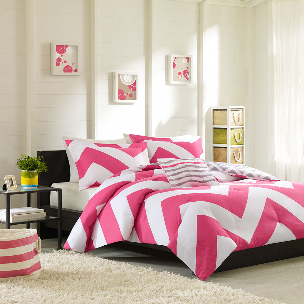 Image of: Gray and Hot Pink Bedding Ideas