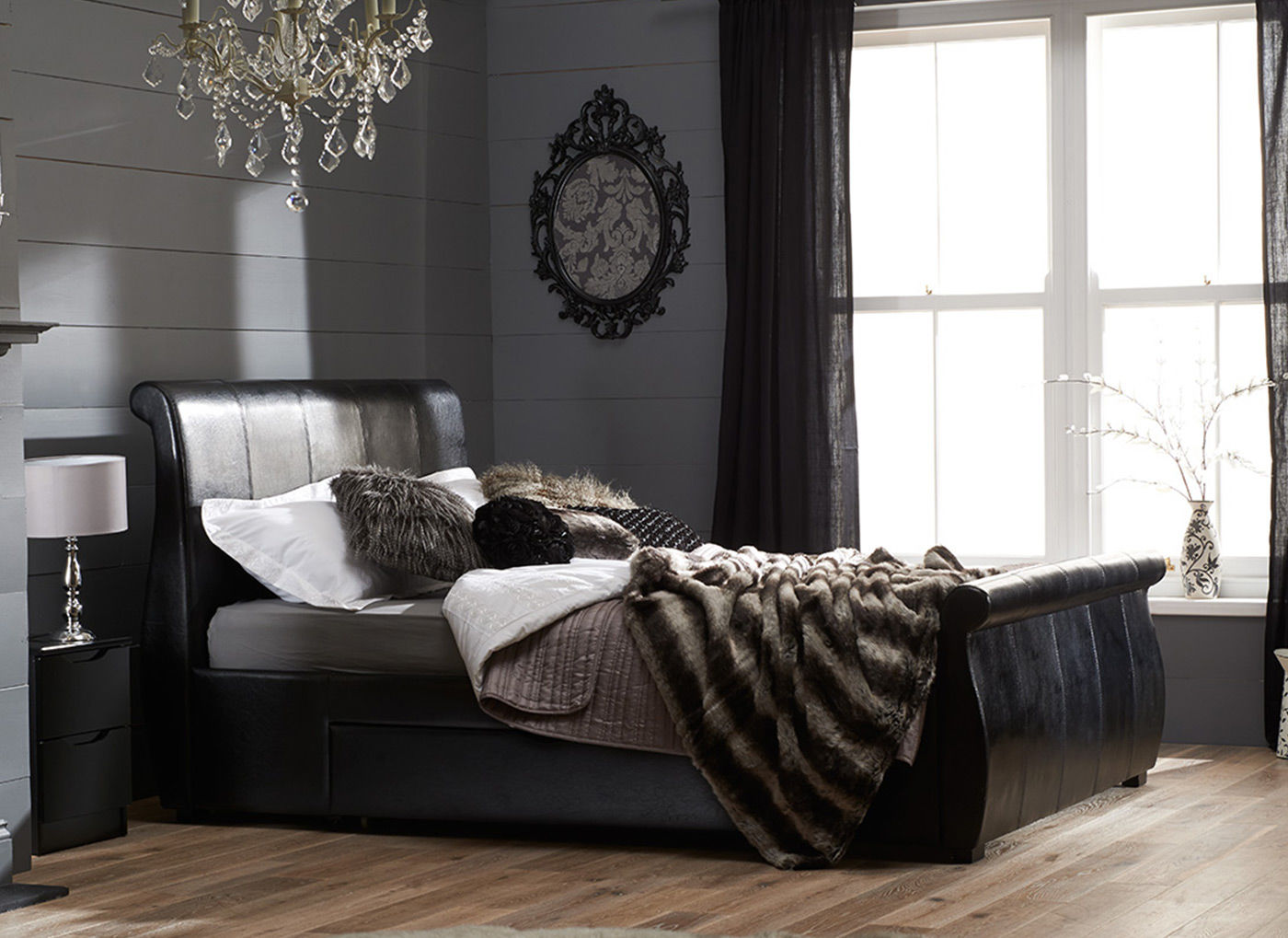 Image of: Sleigh Bed in Black Color