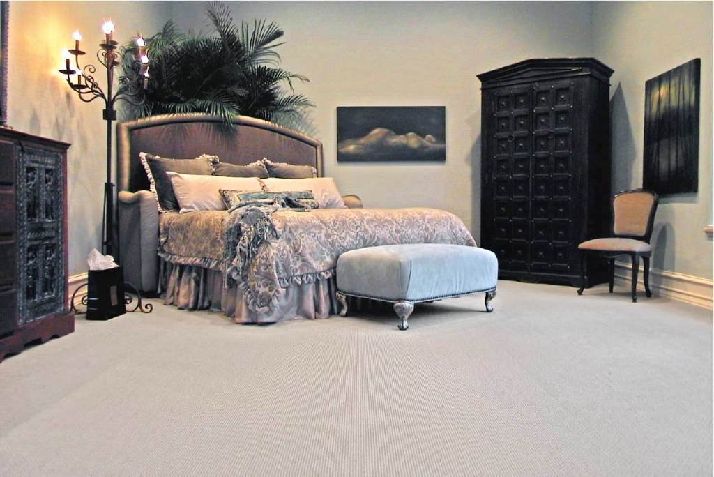Image of: Traditional Gothic bedding