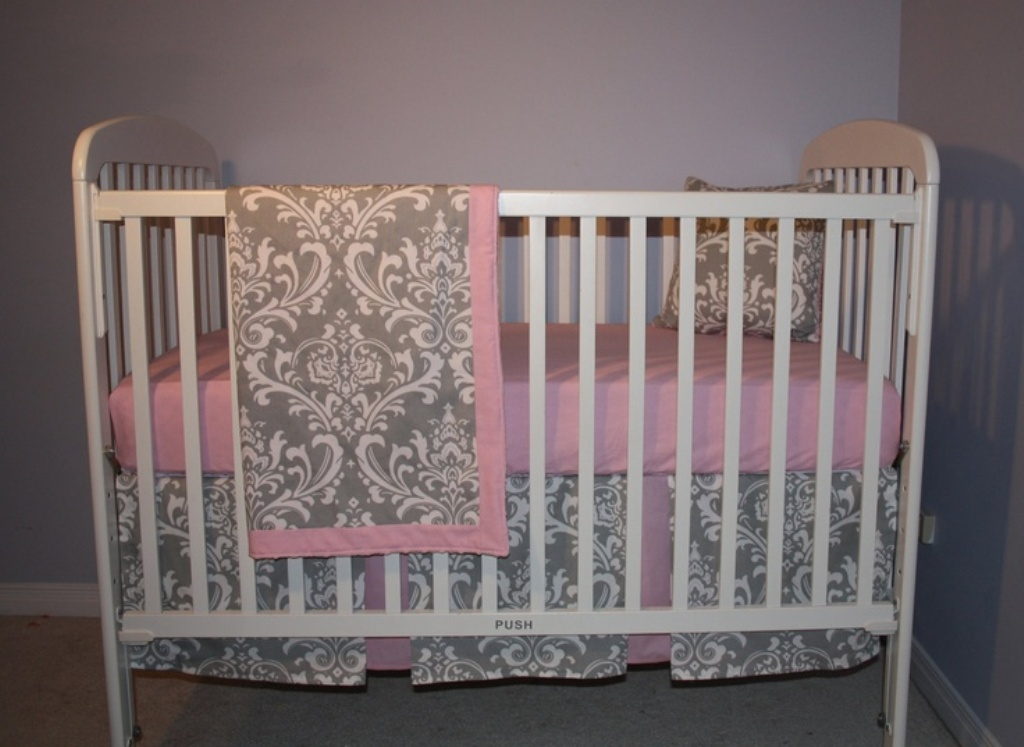 Image of: Gray And White Crib Bedding