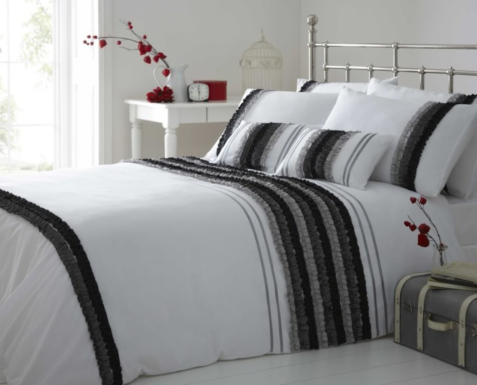 Image of: White Modern Bedding Sets