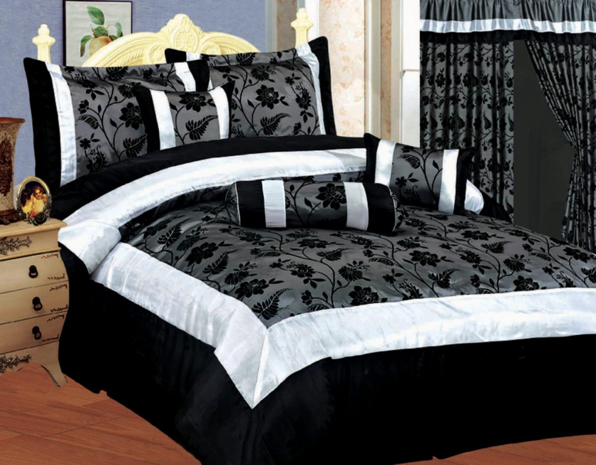 Image of: Black And Gold King Comforter
