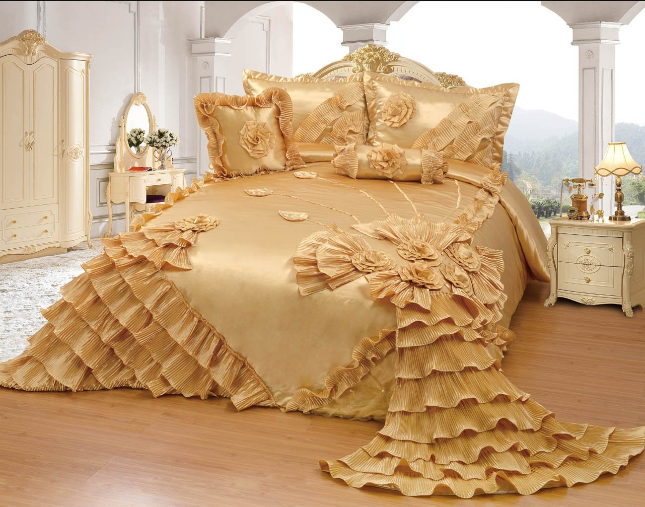 Image of: Gold Luxury Bedding Brands