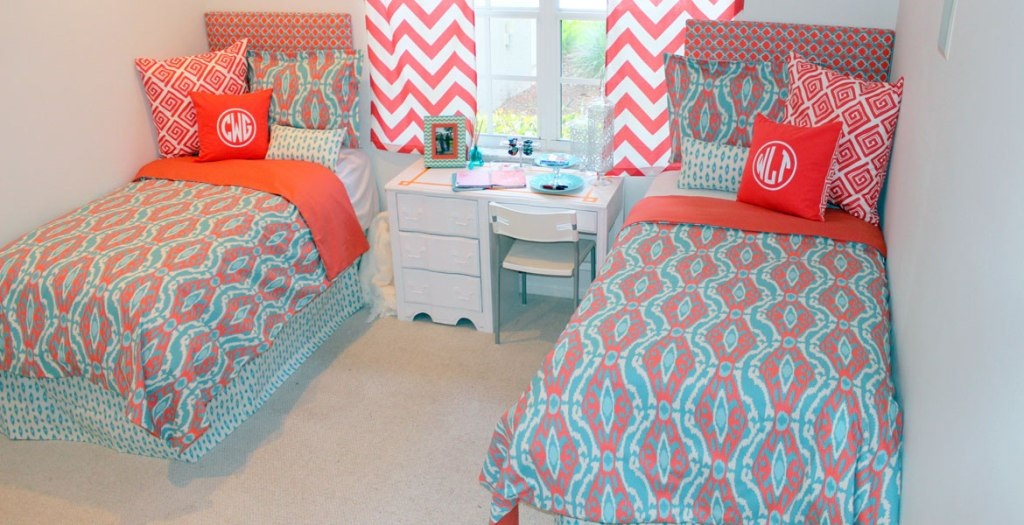 Image of: Aqua And Coral Bedding Style
