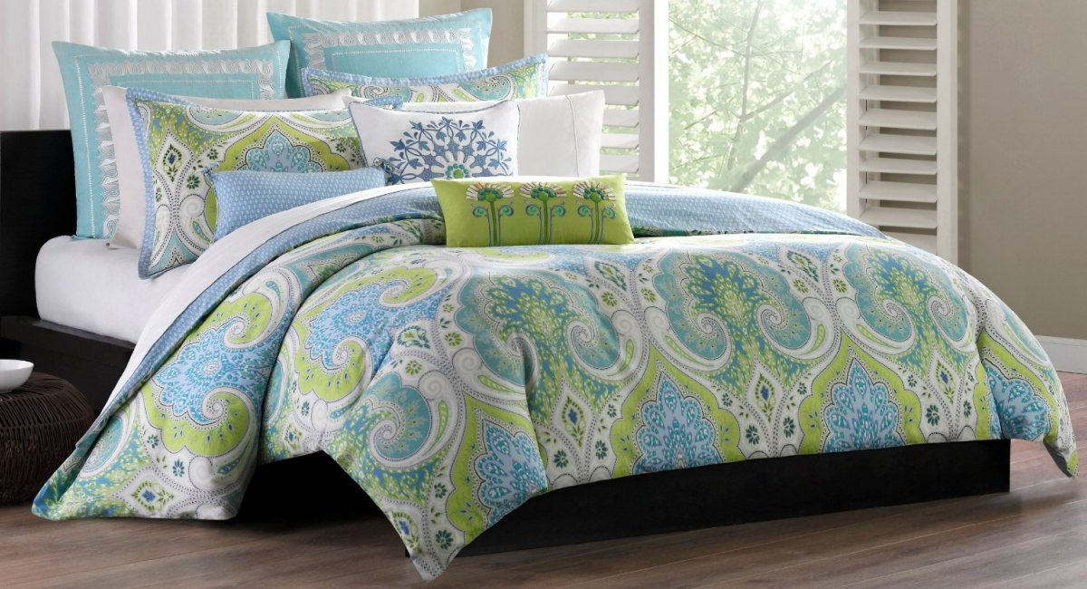 Image of: Blue and Green Light Bedding Sets