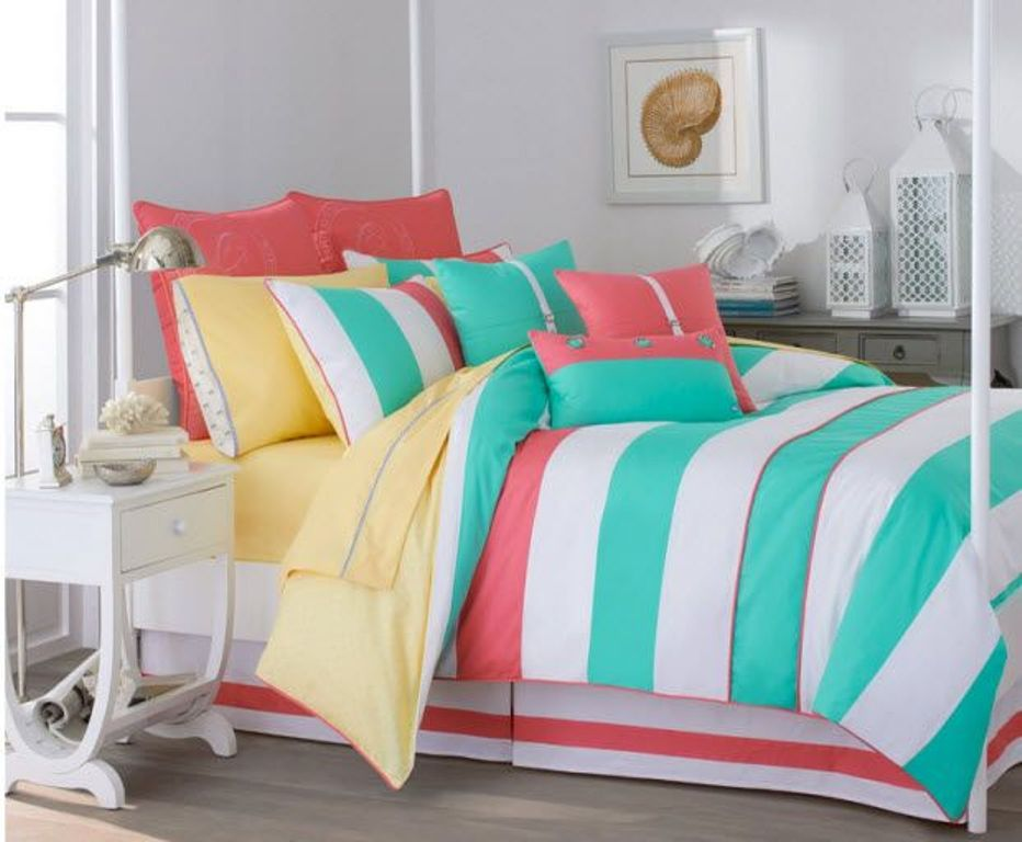 Image of: Coral And Turquoise Comforter Ideas