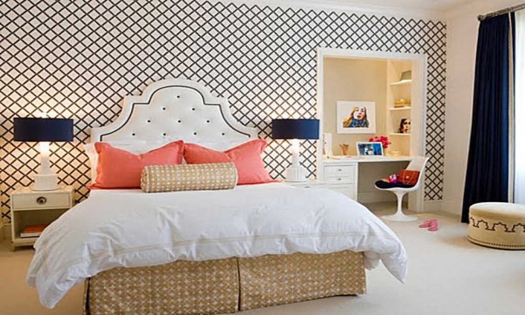 Image of: Navy And Coral Bedroom