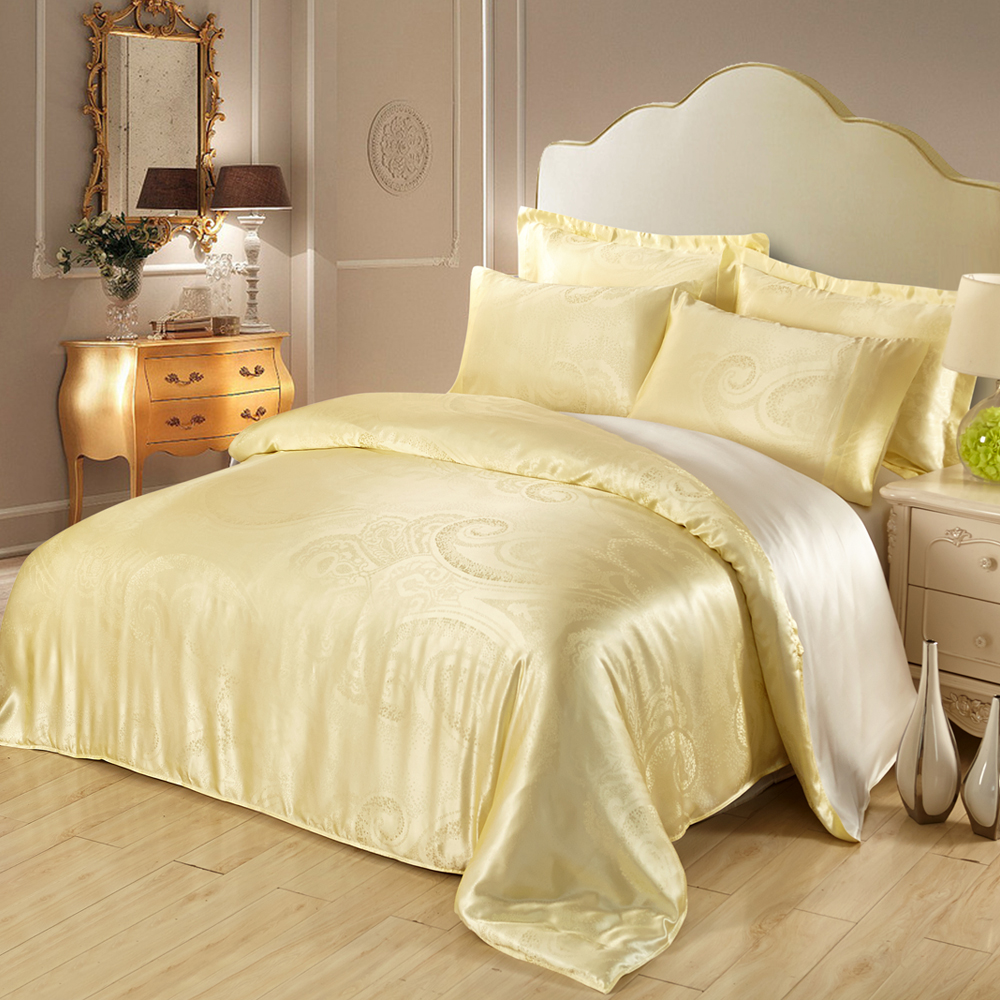 Image of: Pale Yellow Comforter