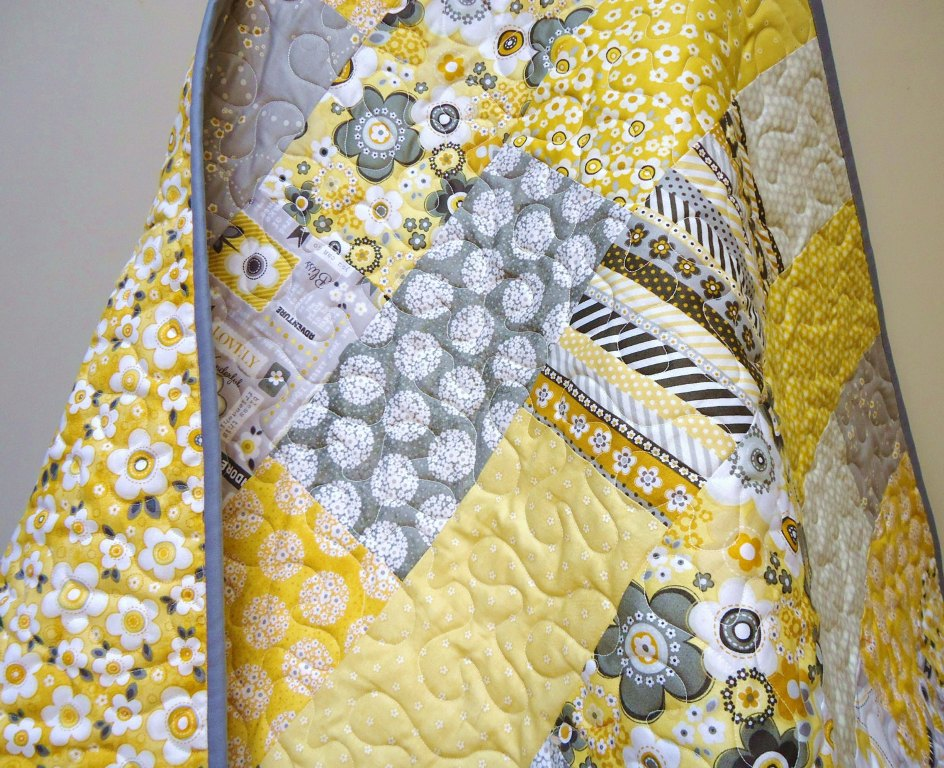 Image of: Yellow And Grey Quilt