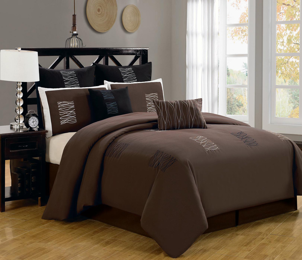 Image of: Brown And White Comforter Set