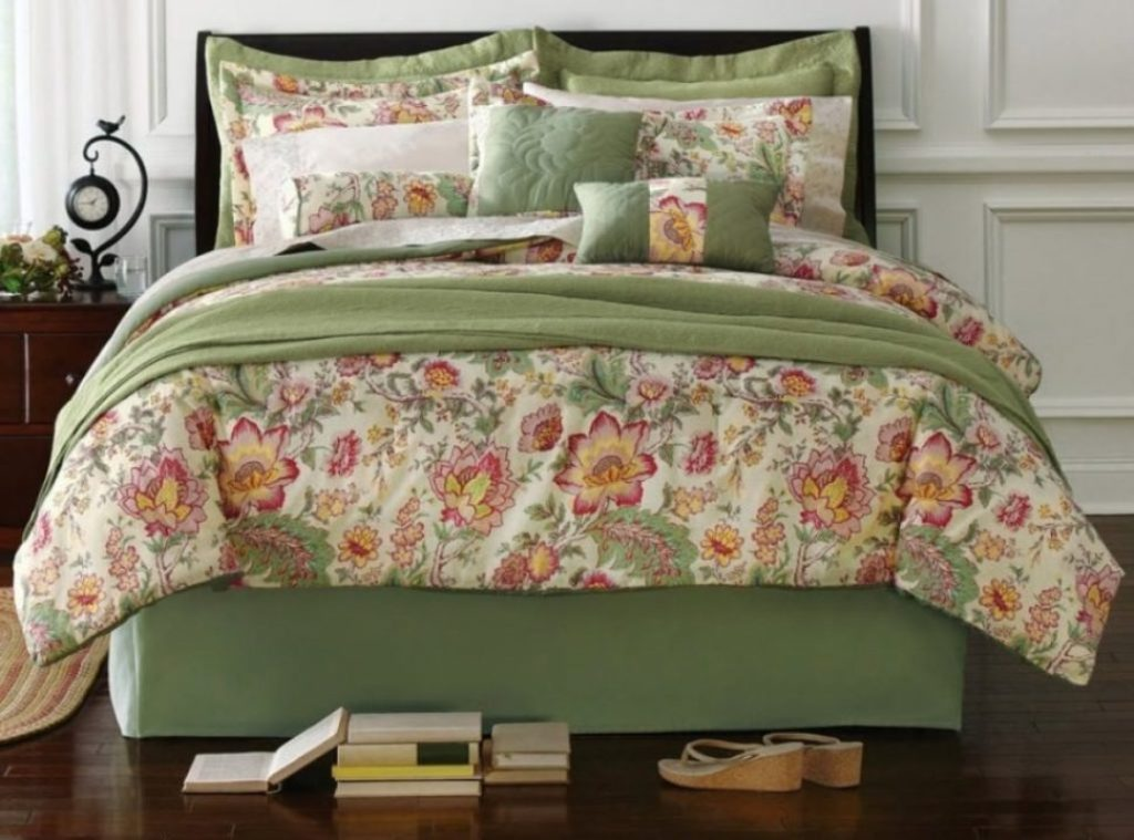 Image of: Couture Bedding Collections Design