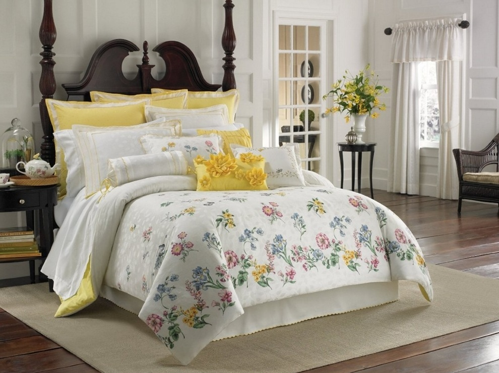 Image of: Gray And Yellow Flowers Comforters