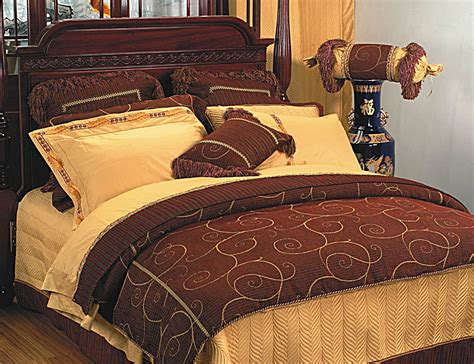 Image of: Luxury Bedding Collections Quilt