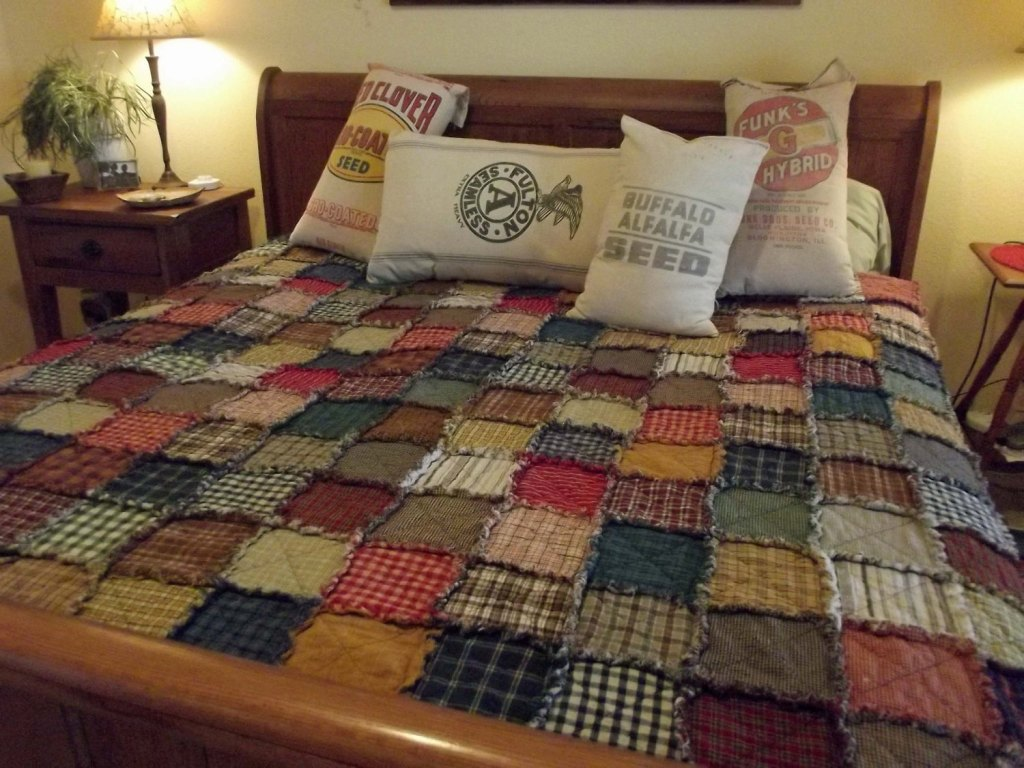 Image of: Primitive Bedding Quilts