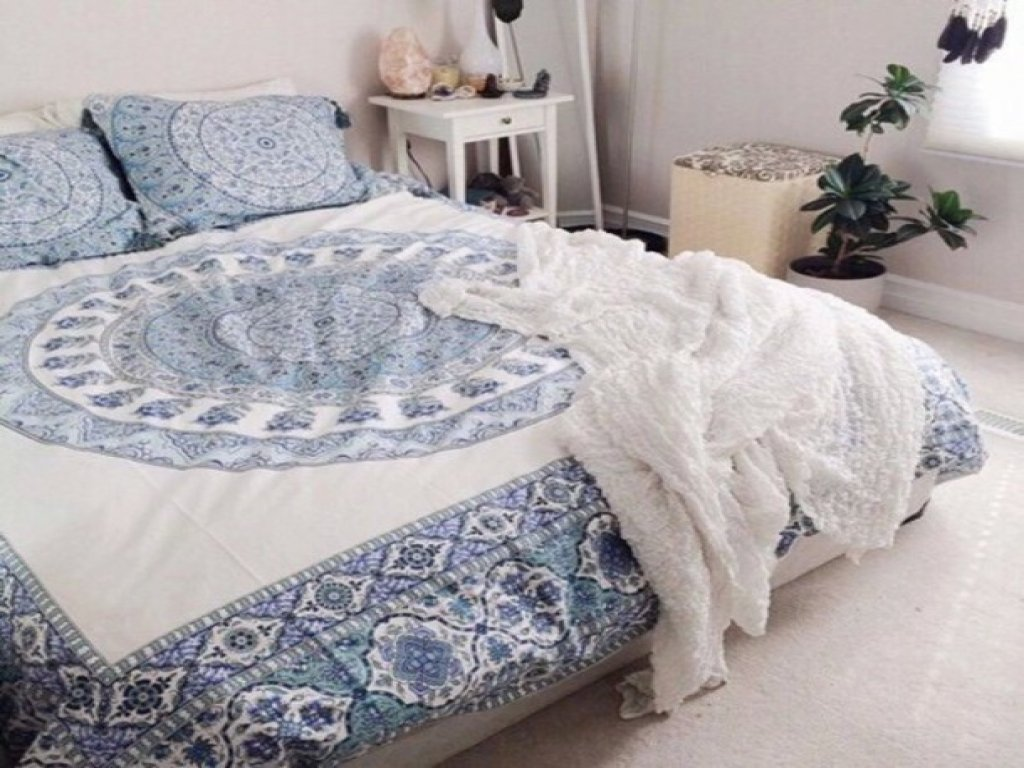 Image of: Boho Chic Bedroom Decor Hippie Comforter Comforter White The Key to Successful Boho Chic Bedding