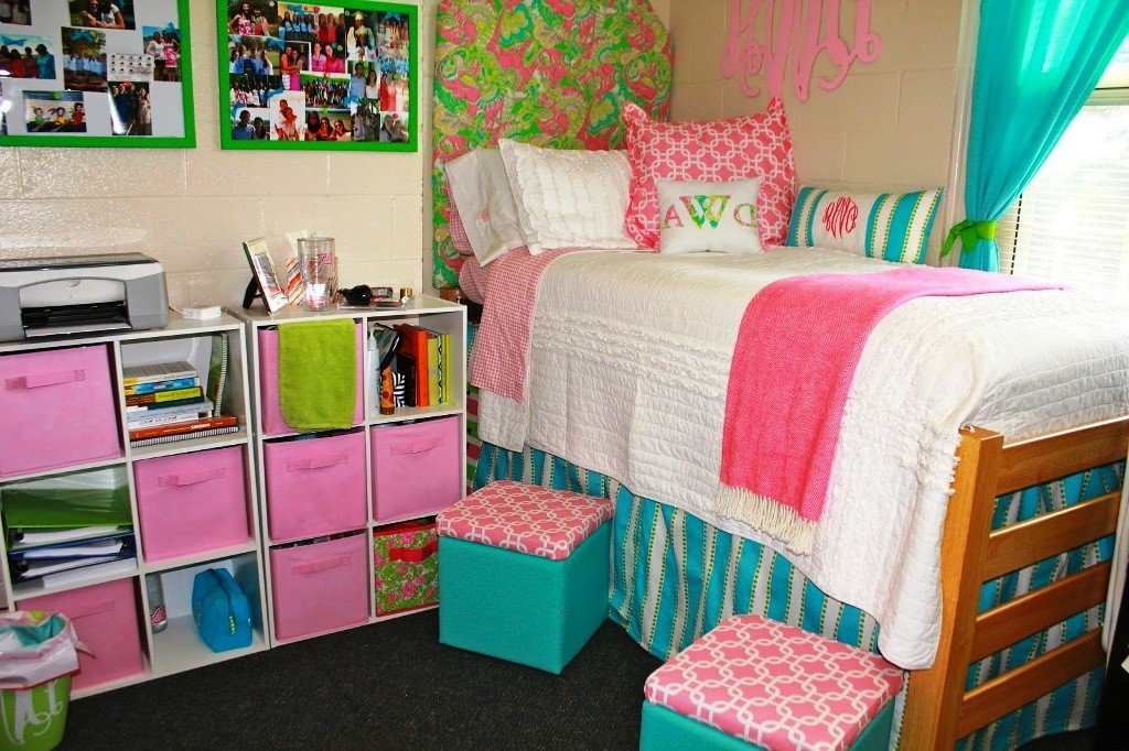 Image of: Lilly Pulitzer Bedding Related Post Lilly Pulitzer Newest Trends Decoration Country Bed Sets