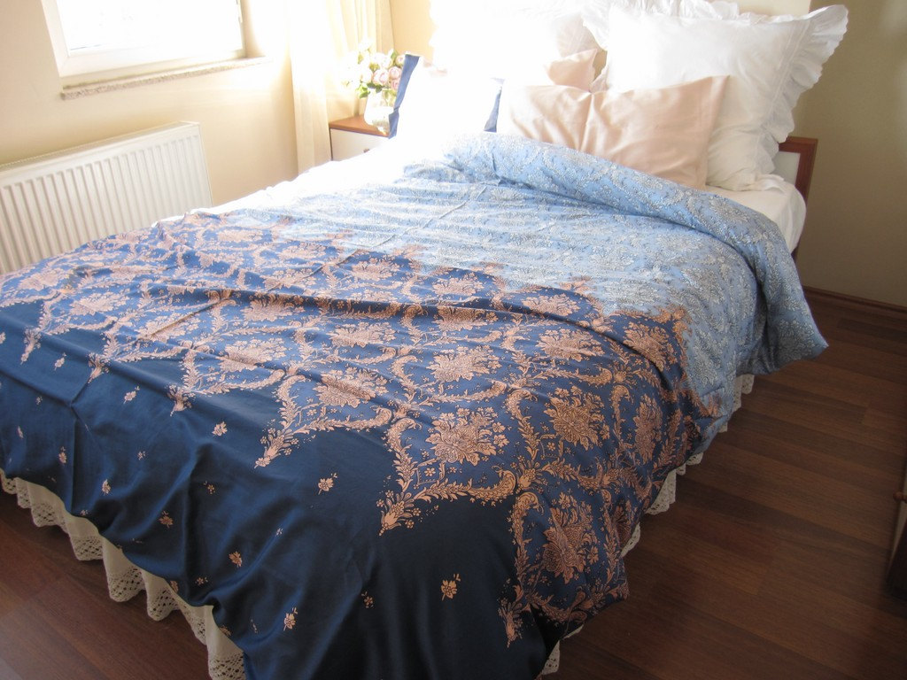 Image of: Navy Blue Twin Quilt