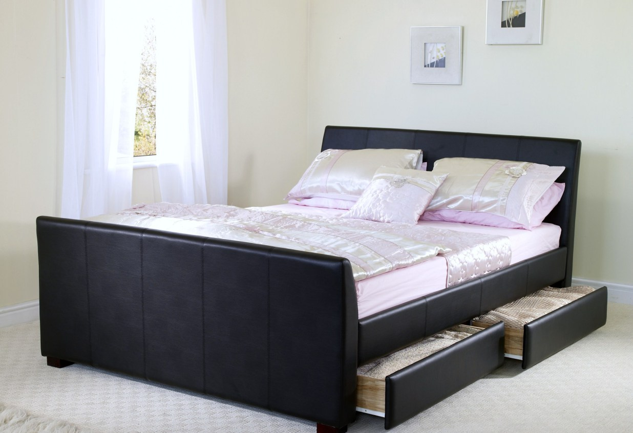 Image of: Small Bedroom Ideas for Couples
